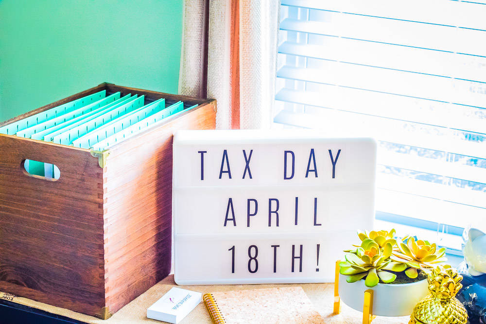 How to stay organized all year long for tax season www.livebrokeonpurpose.com